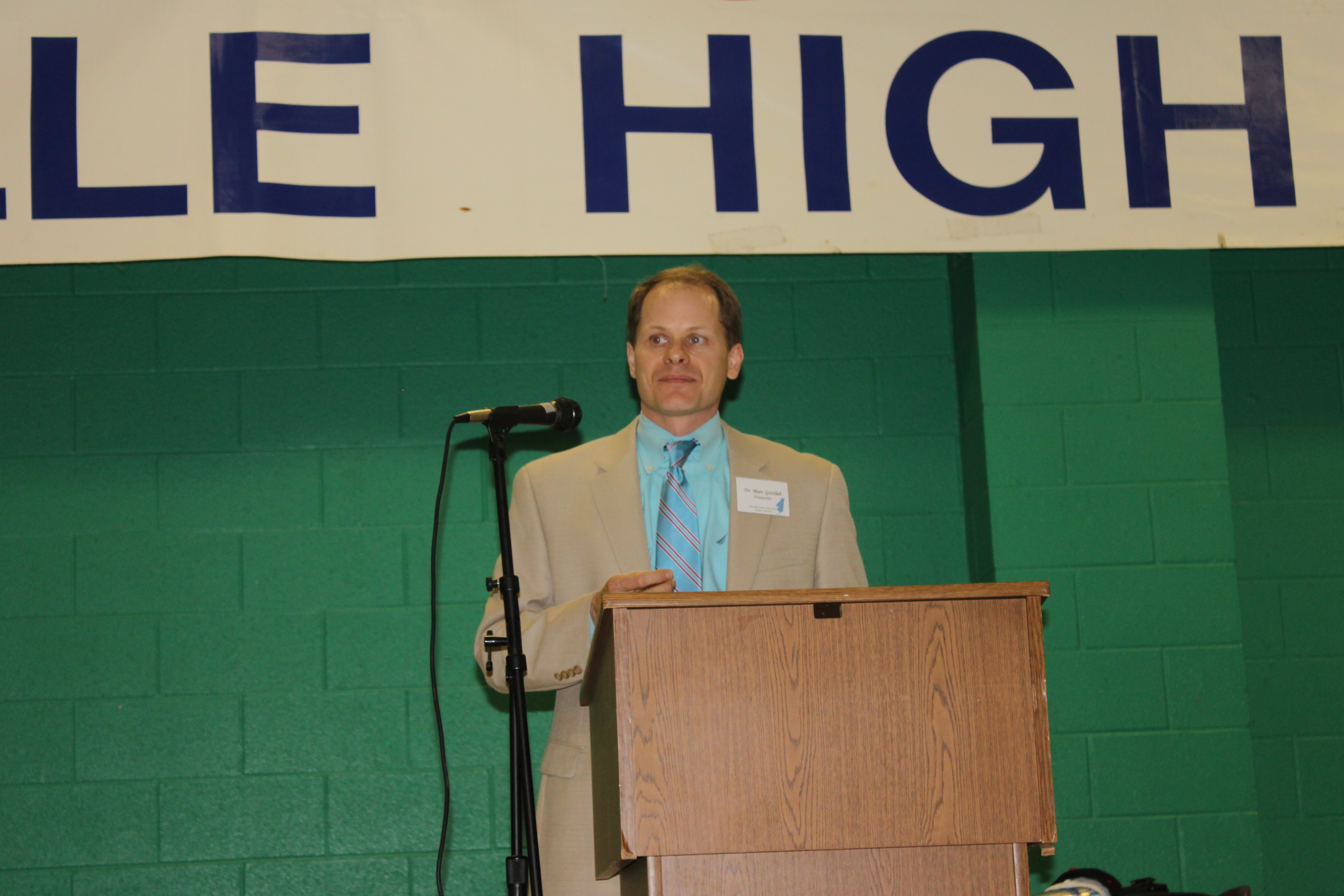 Dr. Gottlieb speaks at the career fair. Photo courtesy of Alex Schuler.