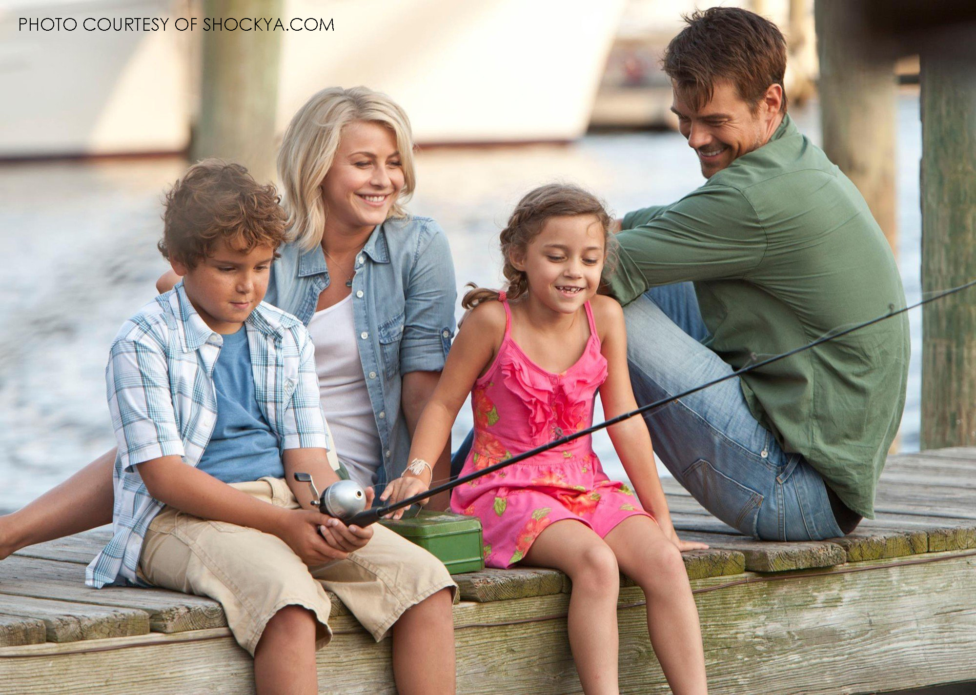 In one of the softer Safe Haven scenes, the characters Katie, Alex, and his children Lexi and Josh spend time together on the docks, fishing. The movie truly builds upon relationships and being a family.