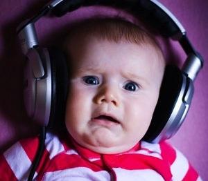 baby-listening-to-music-on-headphones-o