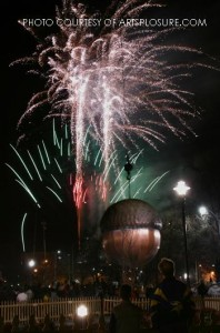 The acorn after being lowered completely marks the new year. A massive crowd of spectators participate in the countdown and the fireworks display that follows.