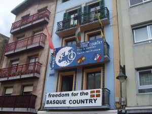 "Many people in Spain's Basque Country support independence for the region. Shown here is a shop adorned with a sign reminding tourists that they ""neither [in] Spain nor France. This is the Basque Country."" (Photo courtesy of Wikipedia user Jorgechp)"