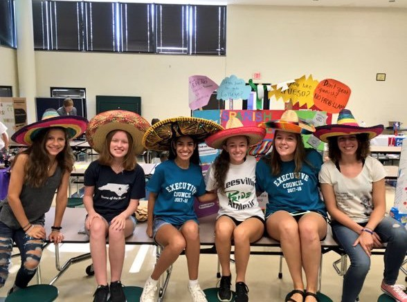 As the school year starts, the executive board of Spanish Club is already planning the meetings for the rest of the semester. During the school year the club meets about once a month with meetings revolving around Spanish culture. (Photo courtesy of LRHS Spanish Club twitter)